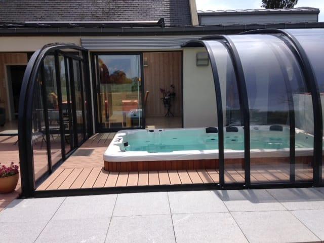Spa de nage encastr sous abri bulles sensations for Sauna exterieur occasion